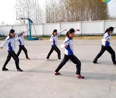 安徽蒙城五中初中组演练少林五形八法拳32式