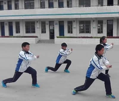 安徽蒙城一中演练少林五形八法拳32式